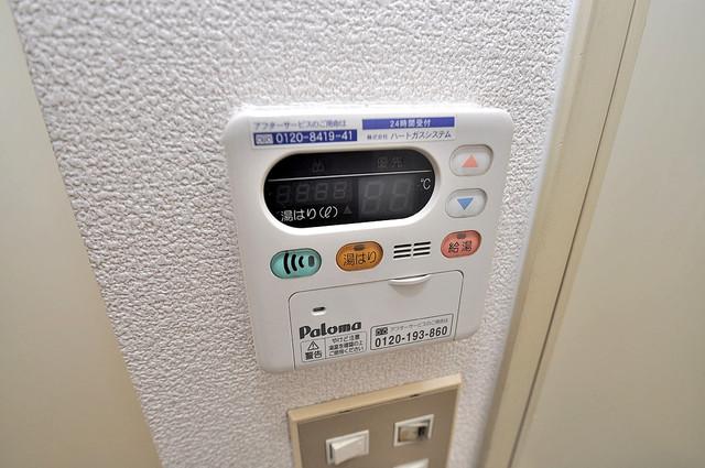 プルシャン今里 給湯リモコン付。温度調整は指1本、いつでもお好みの温度です.