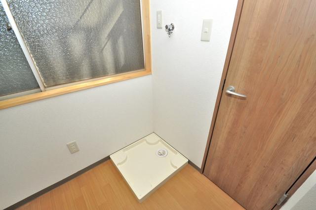 寺前町1-1-27 貸家 室内に洗濯機置き場があれば雨の日でも安心ですね。