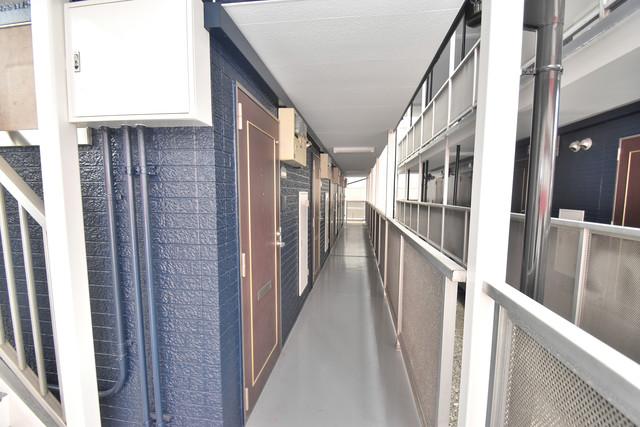 シティーコア高井田Ⅱ 玄関まで伸びる廊下がきれいに片づけられています。