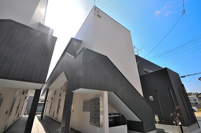 Celeste弥刀(チェレステミト) 閑静な住宅地にある、落ちついた色合いのキレイな建物です。