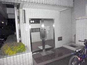 3階までの6住戸で一つのエントランスを使用