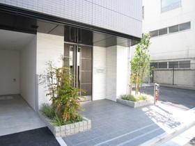 https://image.rentersnet.jp/dd9b1d6a-c197-4854-9cec-e0933bbdcfb8_property_picture_2987_large.jpg_cap_エントランス