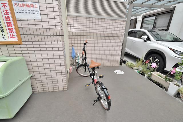 ピースハイツ永和 こちらに自転車を置いてくださいね。
