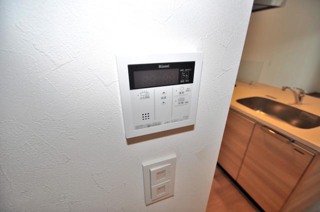 グランマーレ小路駅前 給湯リモコン付。温度調整は指1本、いつでもお好みの温度です。