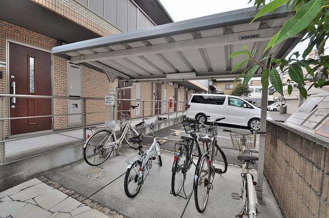 アリエッタ西堤 敷地内にある専用の駐輪場。雨の日にはうれしい屋根つきです。