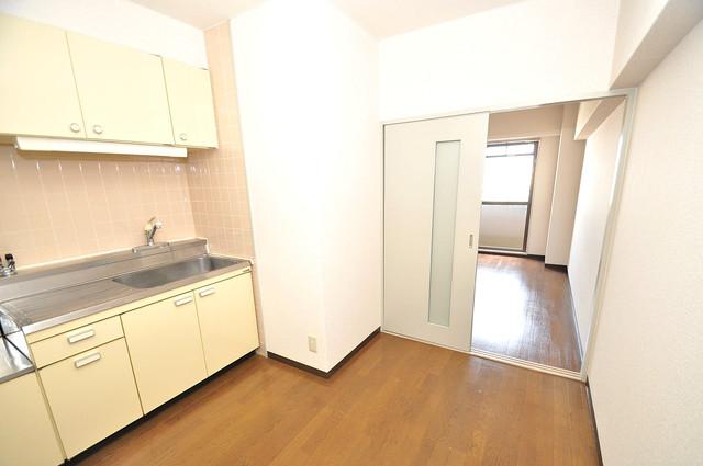 レトワール小路 明るいお部屋はゆったりとしていて、心地よい空間です