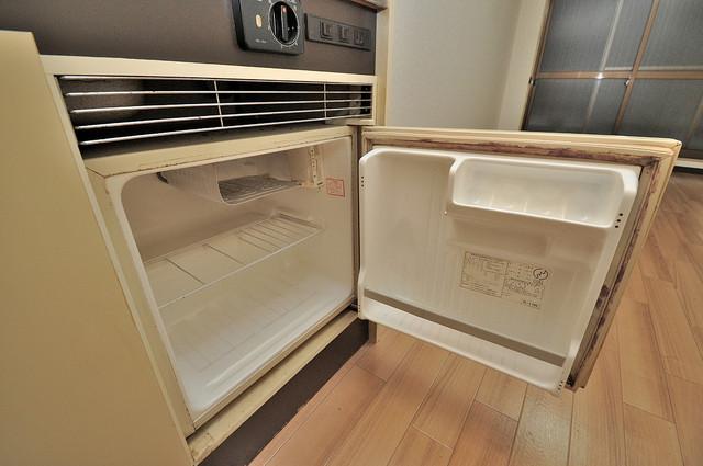 サニーマンション 嬉しいミニ冷蔵庫付きです。家電代1つ分浮きましたね。