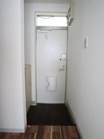 https://image.rentersnet.jp/de6743c0-9713-4807-a365-b9a515198cd7_property_picture_955_large.jpg_cap_玄関