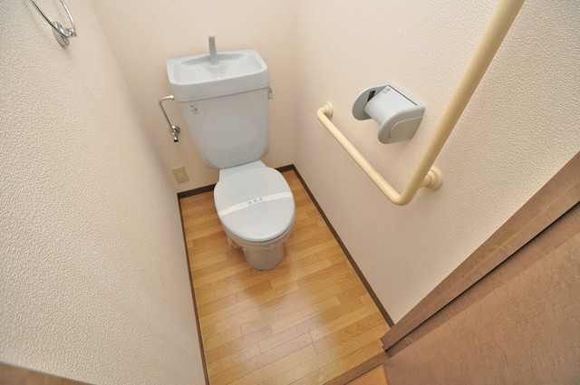 エレガンス川上 清潔感のある爽やかなトイレ。誰もがリラックスできる空間です。