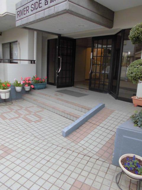 綱島駅 徒歩18分エントランス