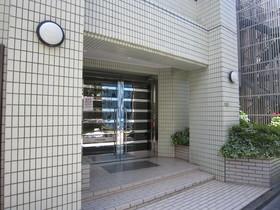 https://image.rentersnet.jp/ded28159-7470-4586-8c98-f76325b9157a_property_picture_961_large.jpg_cap_エントランス