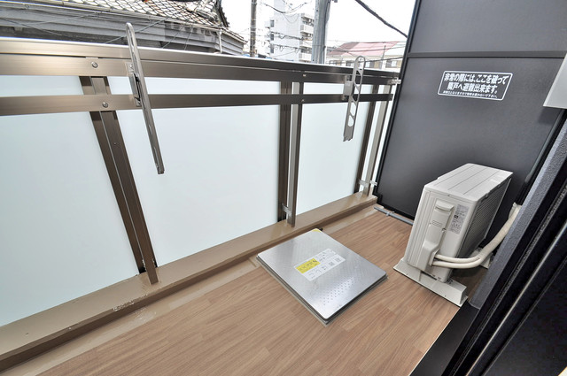 アドバンス大阪フェリシア 心地よい風が吹くバルコニー。洗濯物もよく乾きそうです。