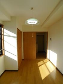 三立ビル 203号室