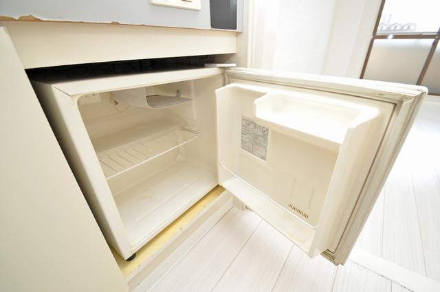 サンパレス布施 ミニ冷蔵庫付いてます。単身の方には十分な大きさです。