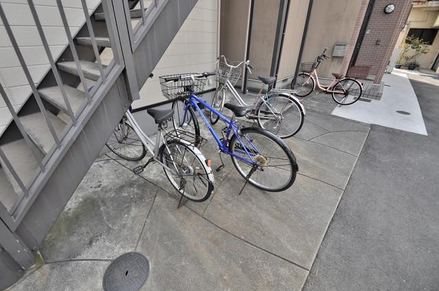 パレスハイツ 屋内にある駐輪場は大切な自転車を雨から守ってくれます。