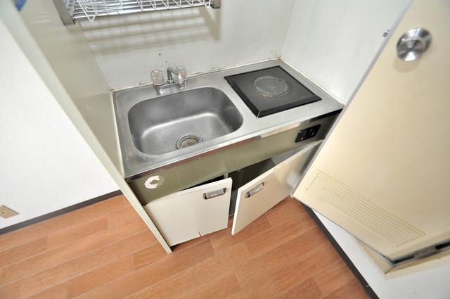 ブリリアント神路 単身のお部屋には珍しい豪華なシステムキッチン完備です。