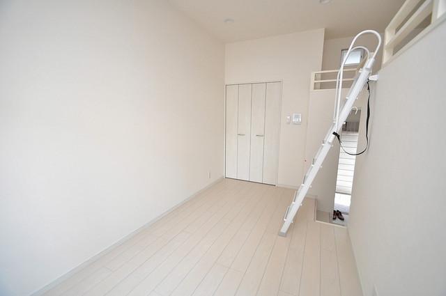 cocotii(ココティ) 白を基調としたリビングはお部屋の中がとても明るいですよ。