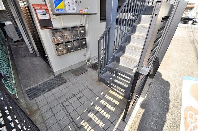 GOマンション この階段を登った先にあなたの新生活が待っていますよ。