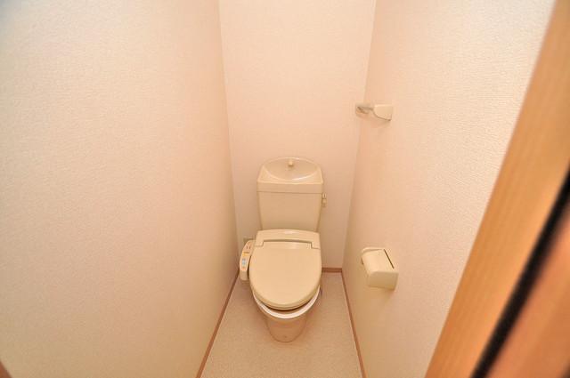 カーサ・エクレール A棟 白くてピカピカのトイレですね。癒しの空間になりそう。
