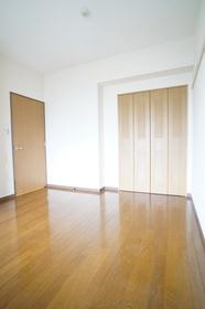 https://image.rentersnet.jp/dff948b9c861e55c3f8d0e1f89de3ffd_property_picture_1800_large.jpg_cap_洋室6.2帖