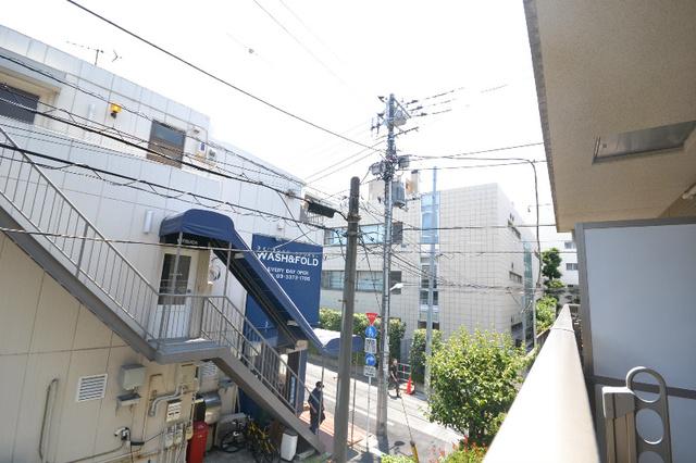 新宿駅 徒歩7分景色