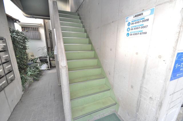 OKハイツ神路 この階段を登った先にあなたの新生活が待っていますよ。