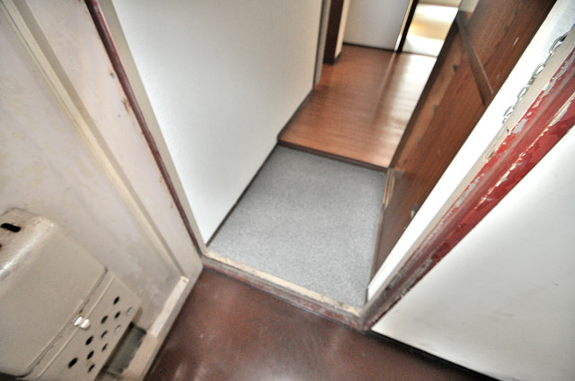 小阪ビル 素敵な玄関は毎朝あなたを元気に送りだしてくれますよ。
