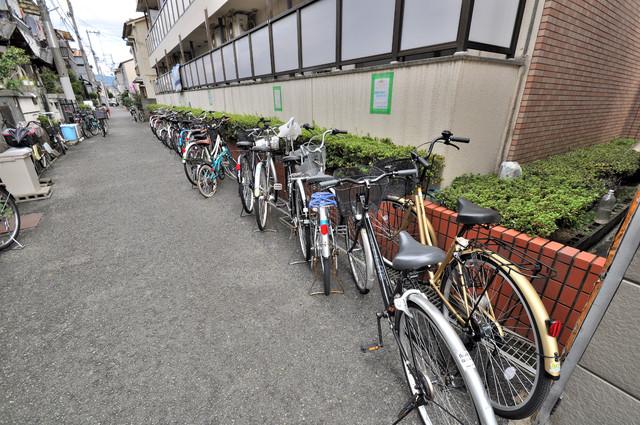 エスポアール春日Ⅱ 敷地内には専用の駐輪スペースもあります。