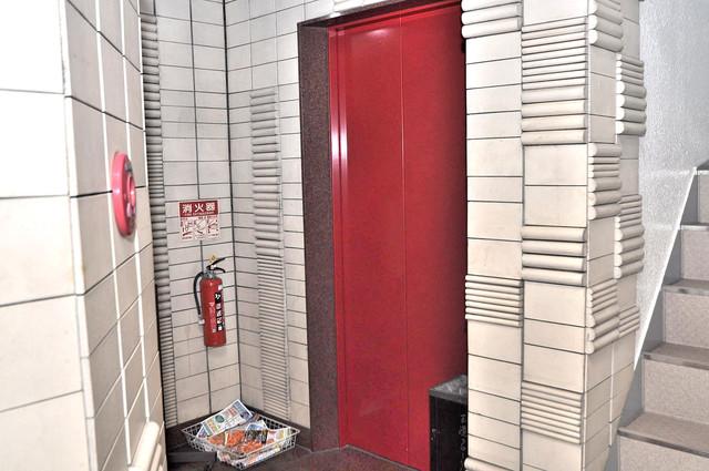 玉造クローバーハイツ 嬉しい事にエレベーターがあります。重い荷物を持っていても安心