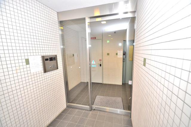 八戸ノ里HIROビル オシャレなエントランスは安心のオートロック完備です。