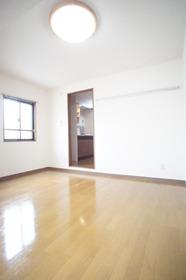 https://image.rentersnet.jp/e116ae81-33b6-4584-a424-de33062cb82f_property_picture_2987_large.jpg_cap_※別部屋の参考写真