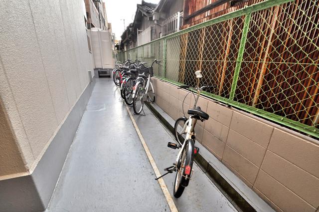 ハイムリップル荒川 駐輪場が敷地内にあります。愛車を安心して置いておけますね。
