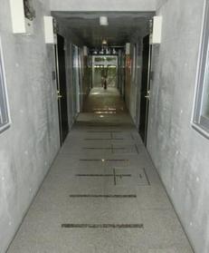 中野駅 徒歩11分エントランス