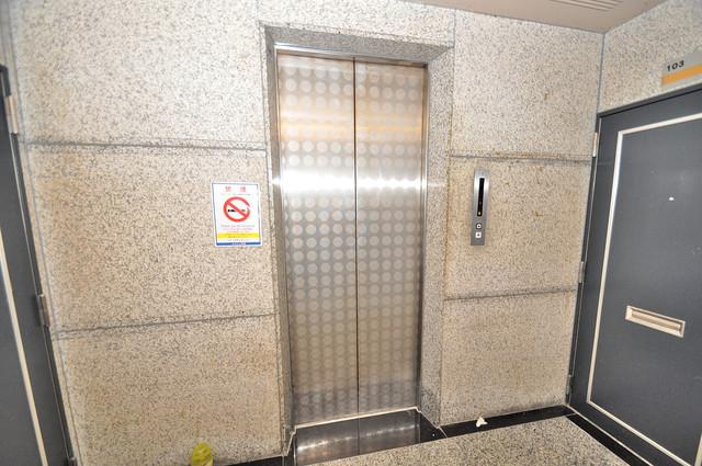 サンプラザ今里Ⅵ番館 嬉しい事にエレベーターがあります。重い荷物を持っていても安心