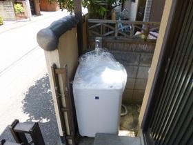 室外洗濯機置場です☆入口にあります☆