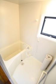 https://image.rentersnet.jp/e184bbf7-3b56-4691-9252-71dd6ecc103b_property_picture_2988_large.jpg_cap_換気が出来る窓つきの浴室