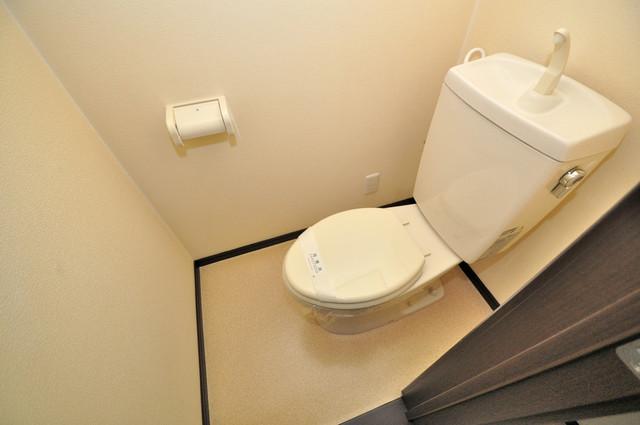 エストレヤ荒川 白くてピカピカのトイレですね。癒しの空間になりそう。