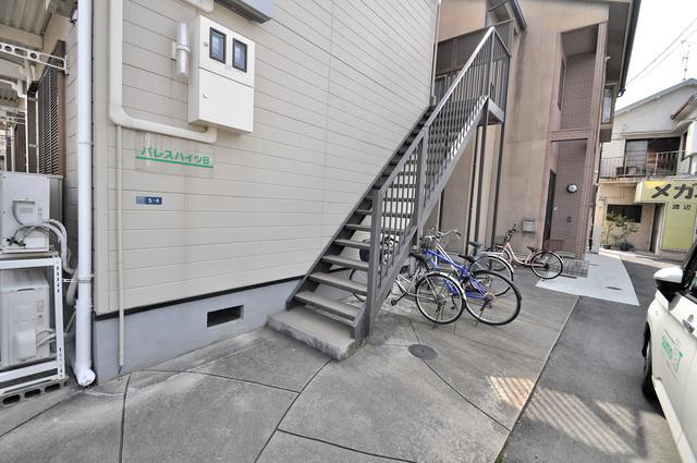 パレスハイツ この階段を登った先にあなたの新生活が待っていますよ。