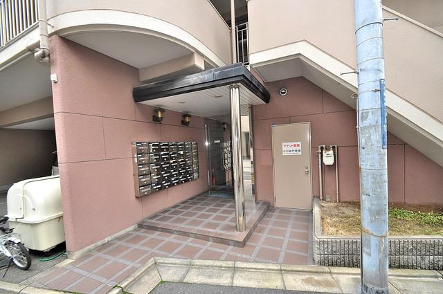 エンゼルハイツ小阪本町 素敵なエントランスがあなたを毎日出迎えてくれます。