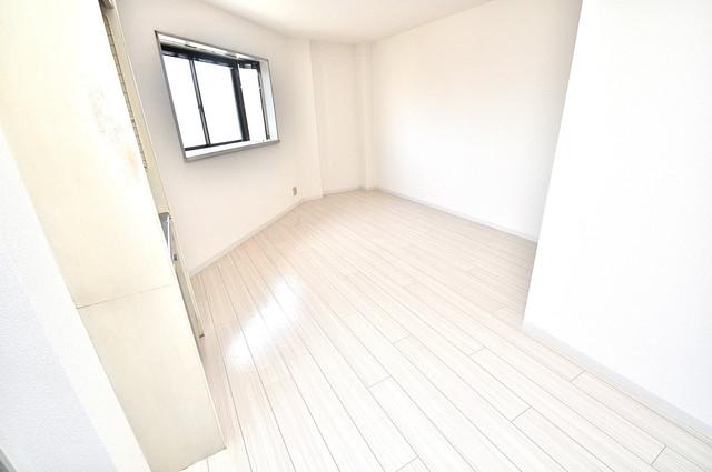 ハイム上小阪 人気の全室フローリング。収納スペースも充実しています。