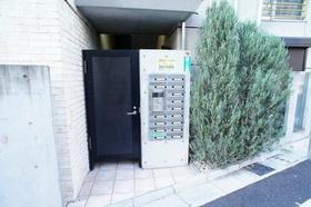 三軒茶屋駅 徒歩8分エントランス