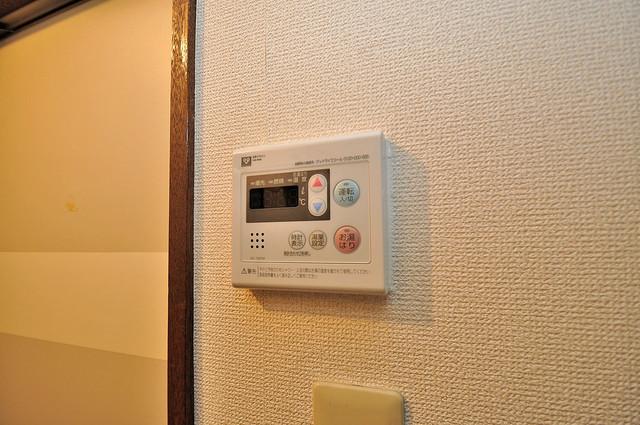 浅田ハイツ 給湯リモコン付。温度調整は指1本、いつでもお好みの温度です。