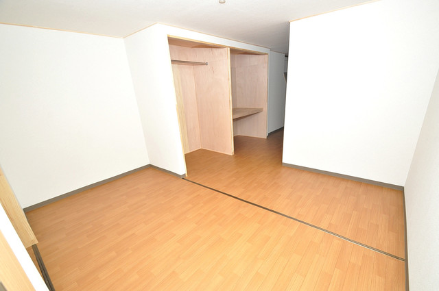 寺前町1-1-27 貸家 明るいお部屋はゆったりとしていて、心地よい空間です