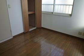https://image.rentersnet.jp/e351c3e6-cc63-420f-b0d7-4486d3ed831c_property_picture_955_large.jpg_cap_明るく、日当たりのよい洋室です