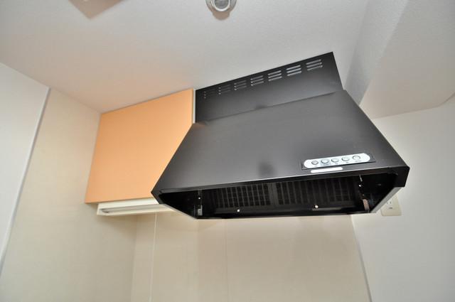 プランドール南巽 キッチン棚も付いていて食器収納も困りませんね。