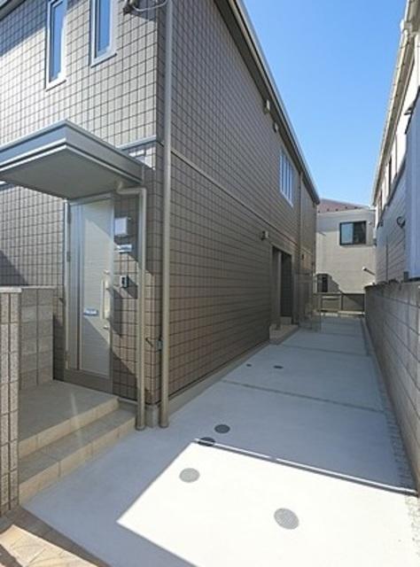芦花公園駅 徒歩13分エントランス