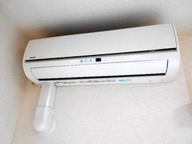 洋室に設置済のエアコン