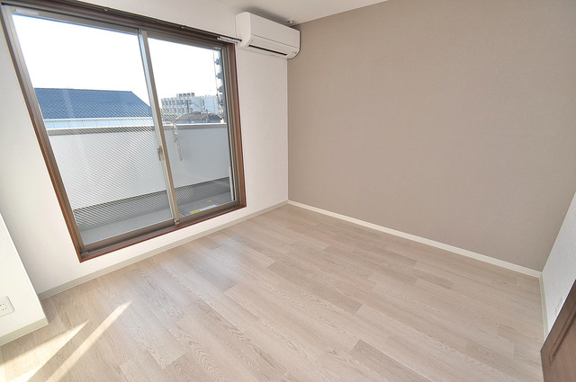 エム・ステージ小路 明るいお部屋はゆったりとしていて、心地よい空間です