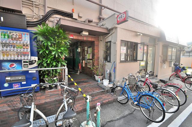 長栄寺第5コープ エントランス周辺はいつもキレイに片付けられています。