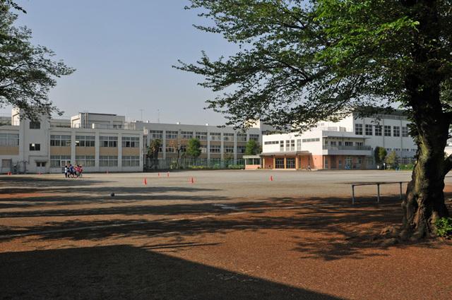南林間駅 徒歩3分[周辺施設]小学校